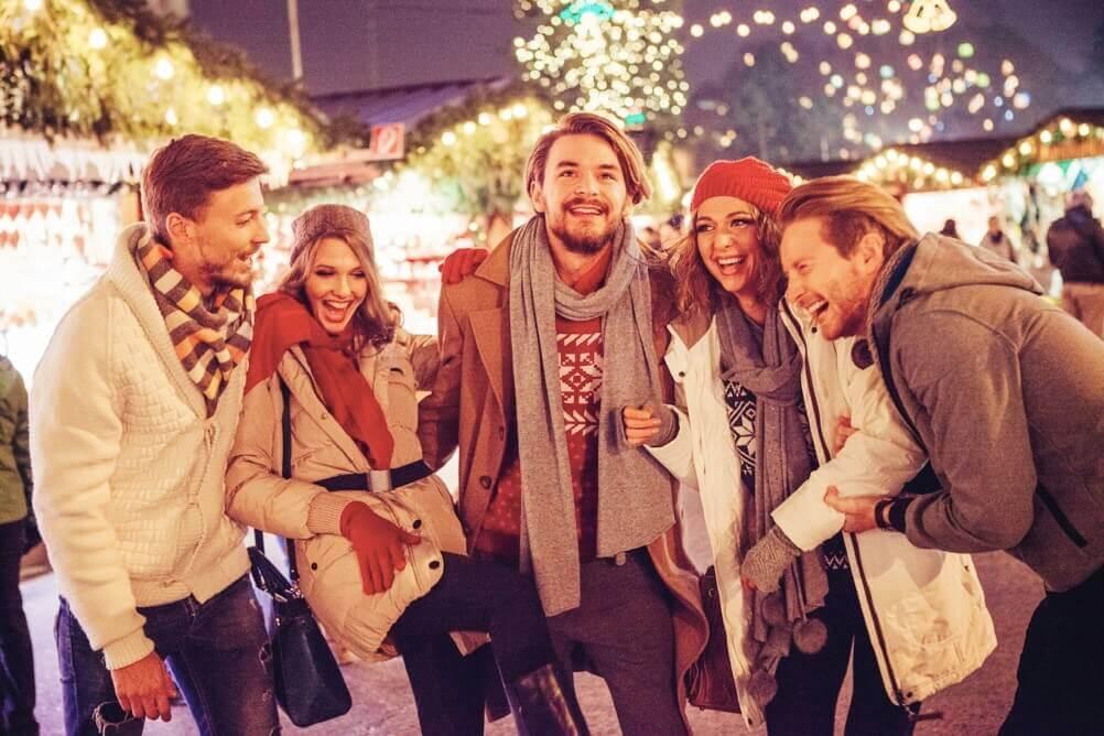 Fünf Freunde auf dem Weihnachtsmarkt