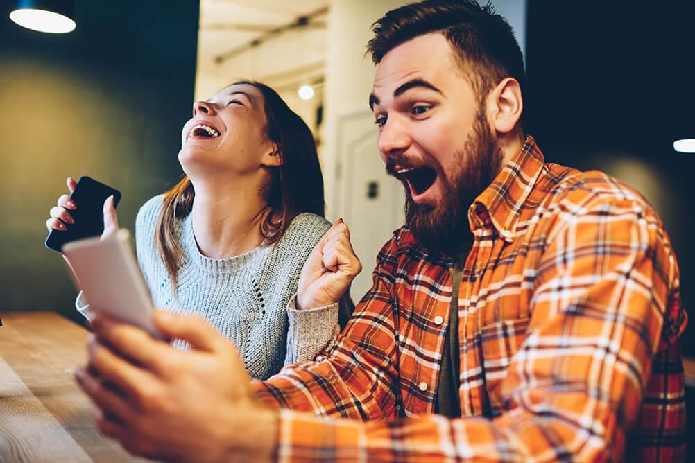 Par firar deras bolagsspel online